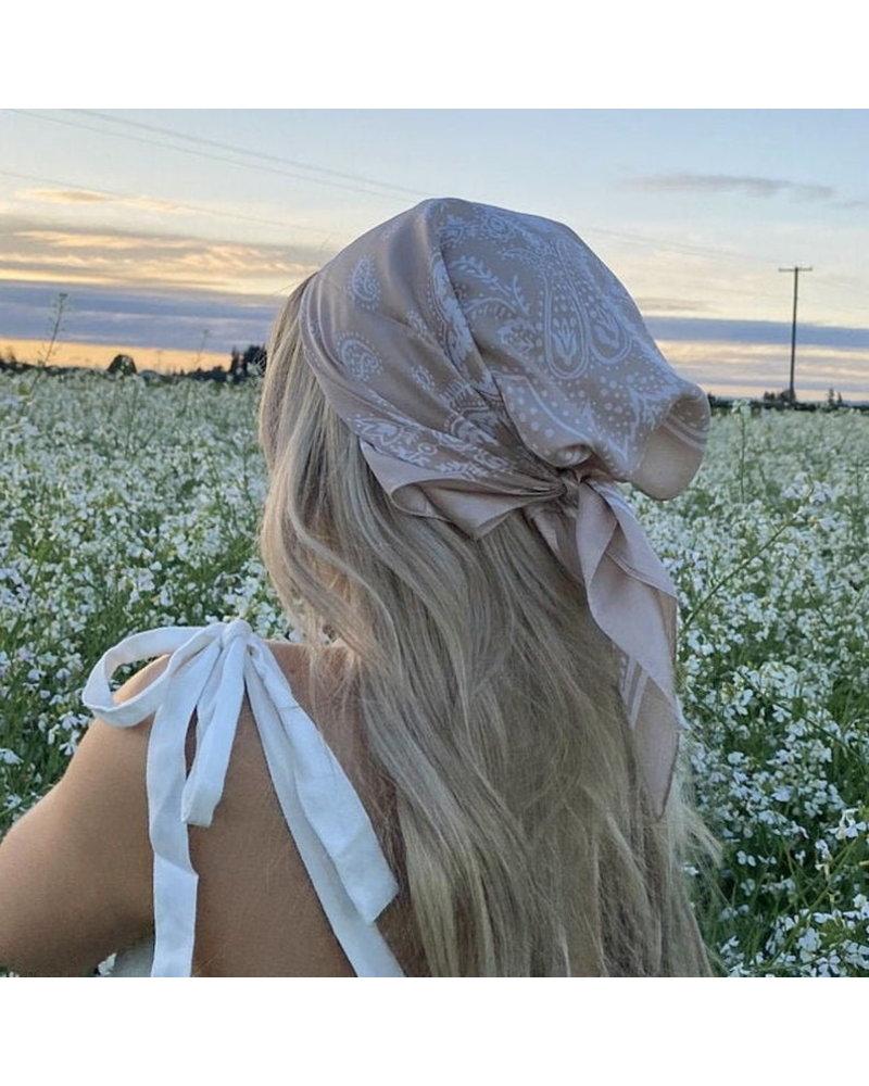 Fashion Favorite Paisley Bandana / Zakdoek Mosterdgeel | Satijn | 70 x 70 cm