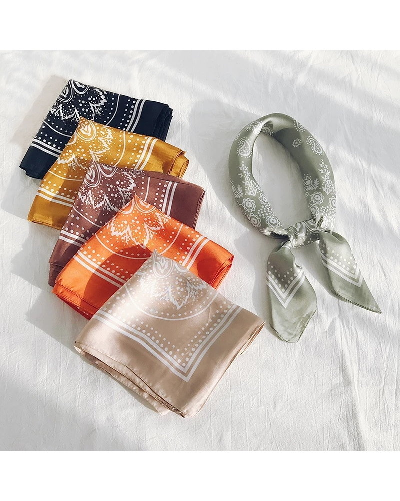 Fashion Favorite Paisley Bandana / Zakdoek Beige | Polyester - Satijnlook | 70 x 70 cm
