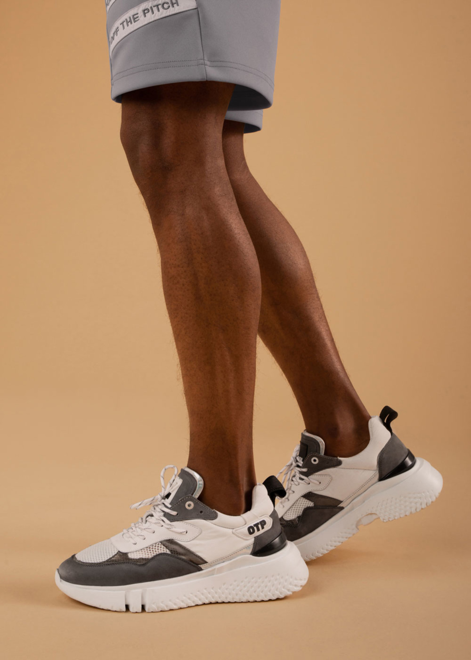 OFF THE PITCH OFF THE PITCH | Crunch Runner 2.0 - White