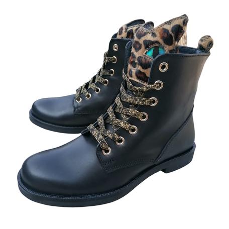Boots kat zwart