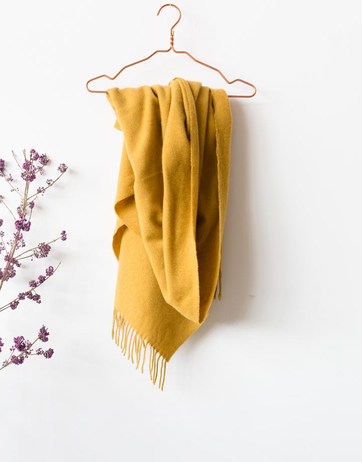 coisa coisa shawl re-wool - honey