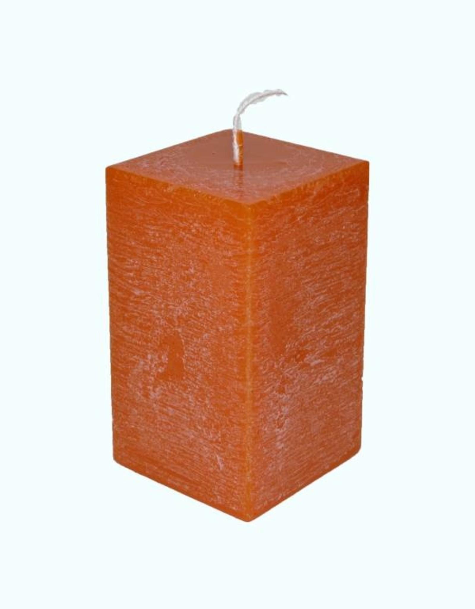 Oranje vierkante kaars met rustique uitstraling en kaars met lange levensduur