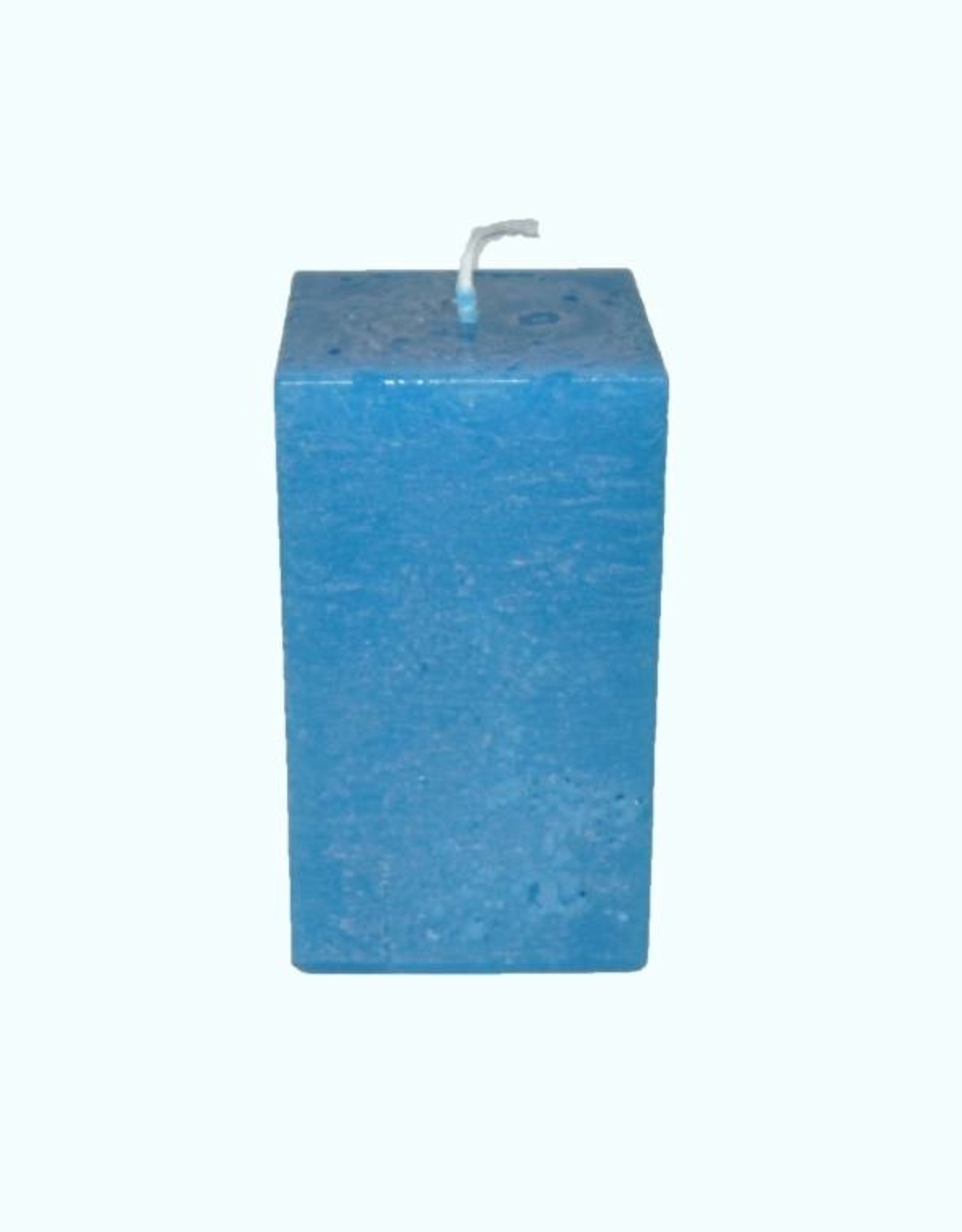 Felblauwe vierkante kaars met een rustique uitstraling