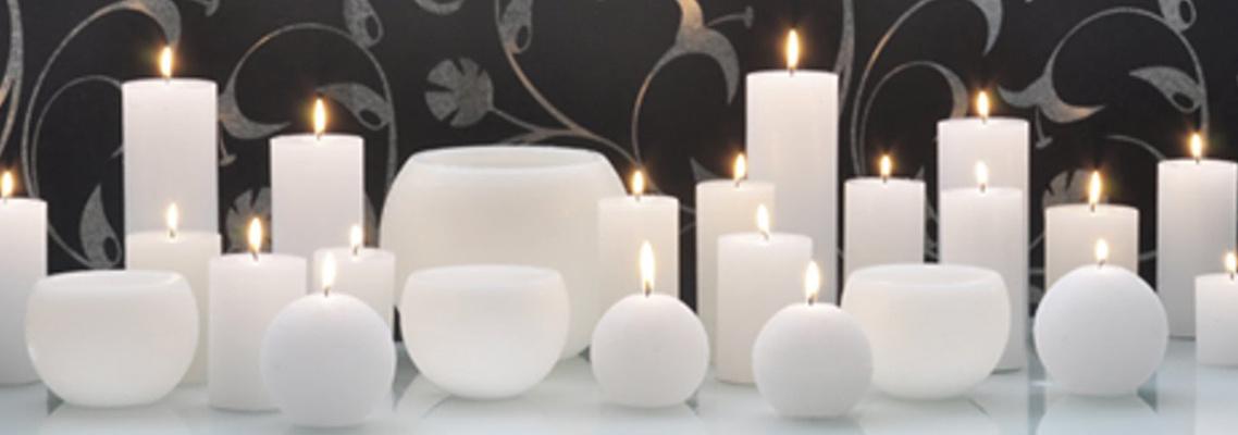 Assortiment witte kaarsen