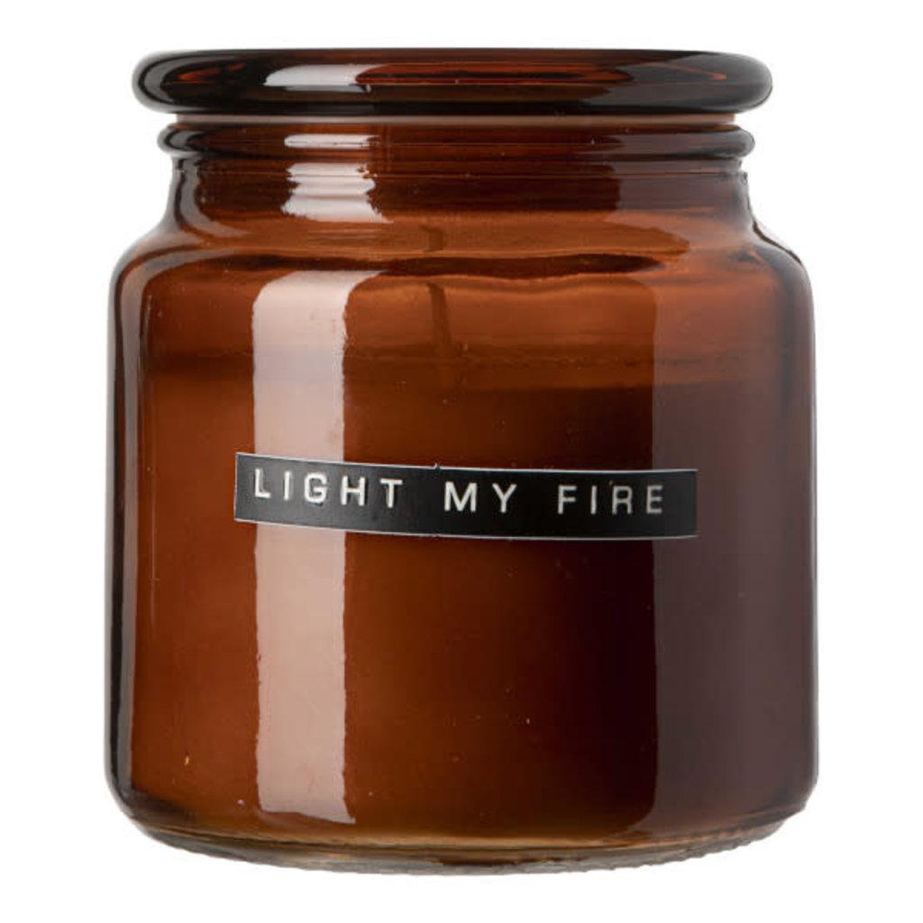 Wellmark Grote geurkaars bruin glas- cedarwood -  'light my fire'