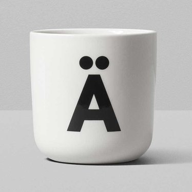 Playtype Porcelain mug with Scandiletter