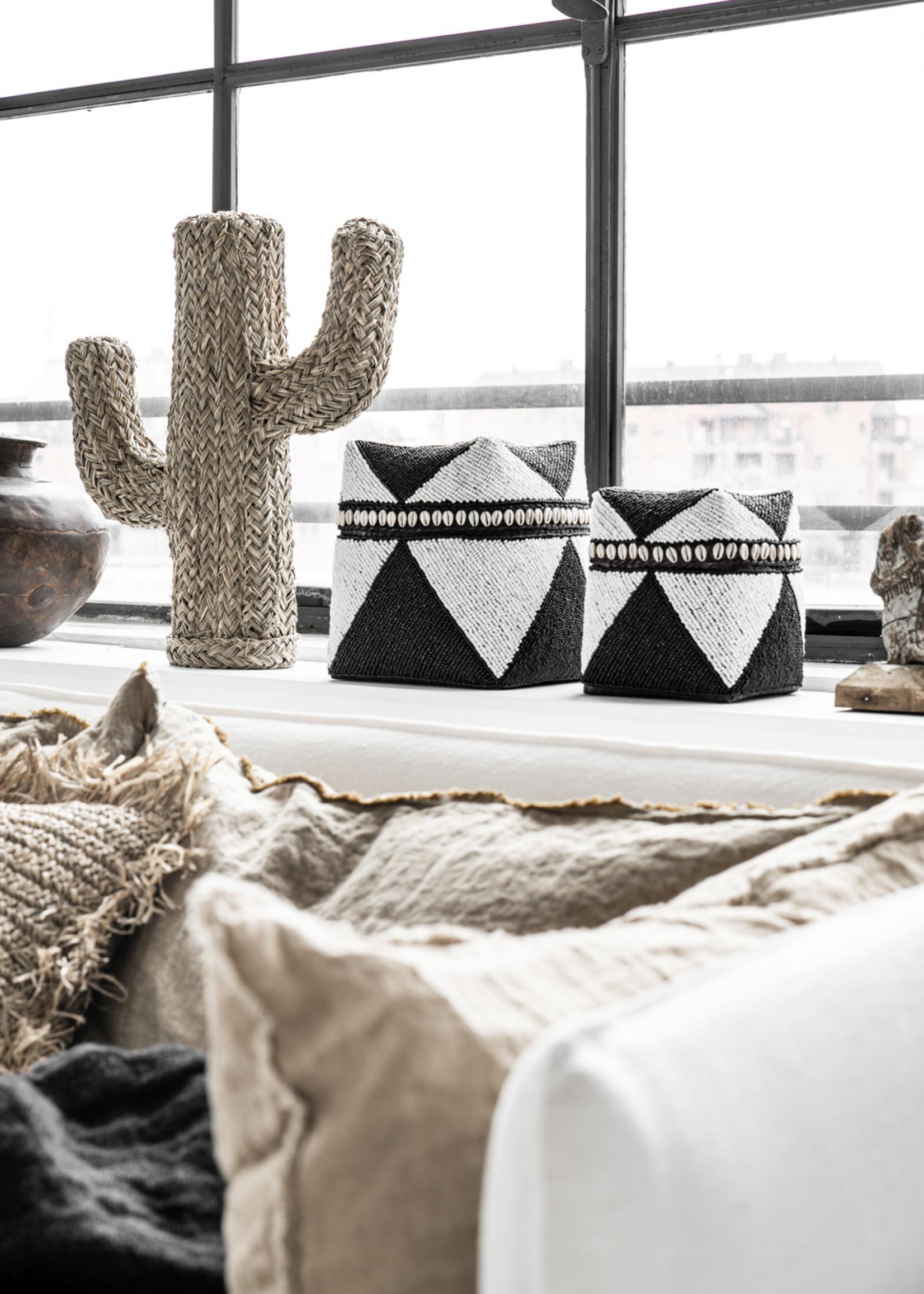 The Beaded Basket Cowrie Diamond High - Black White - M