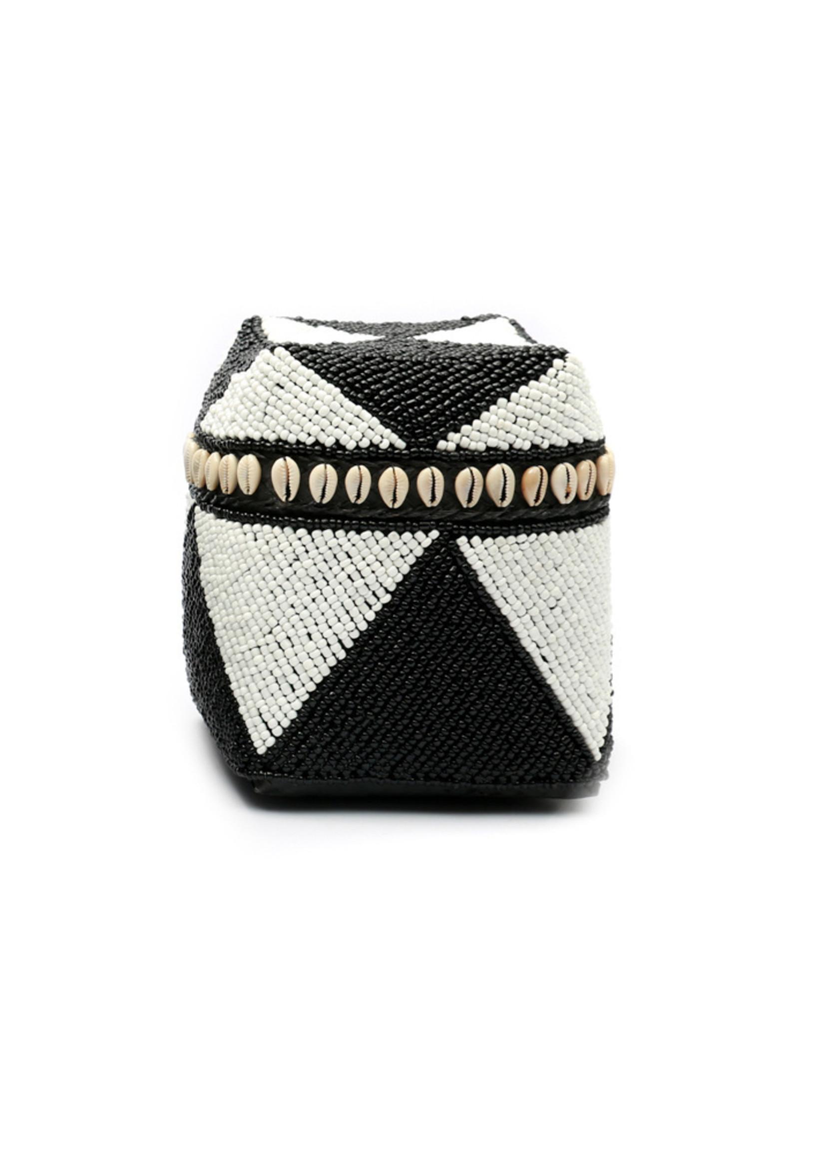 The Beaded Basket Cowrie Diamond High - Black White - S