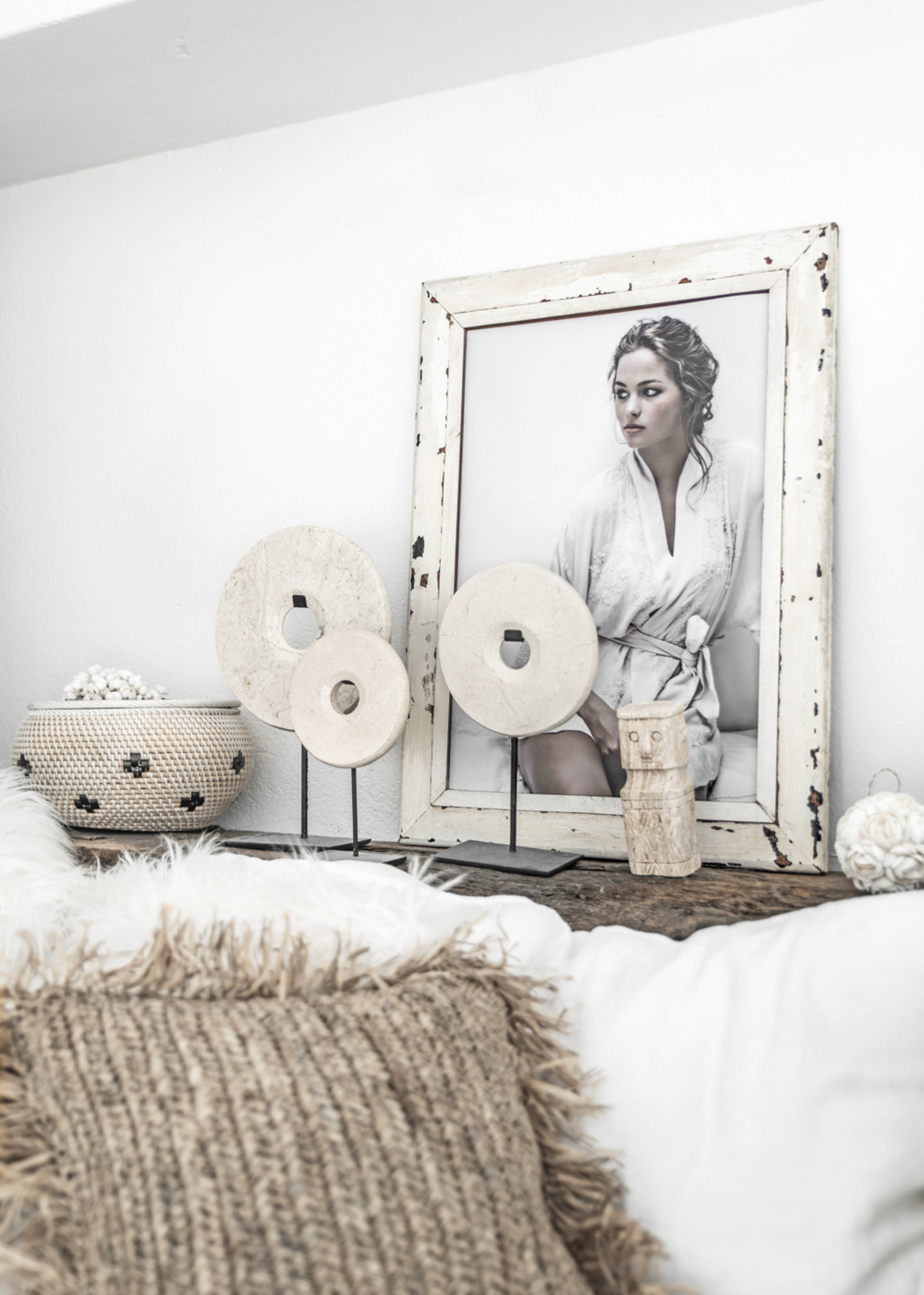 The Marble Disc on Stand - White - M