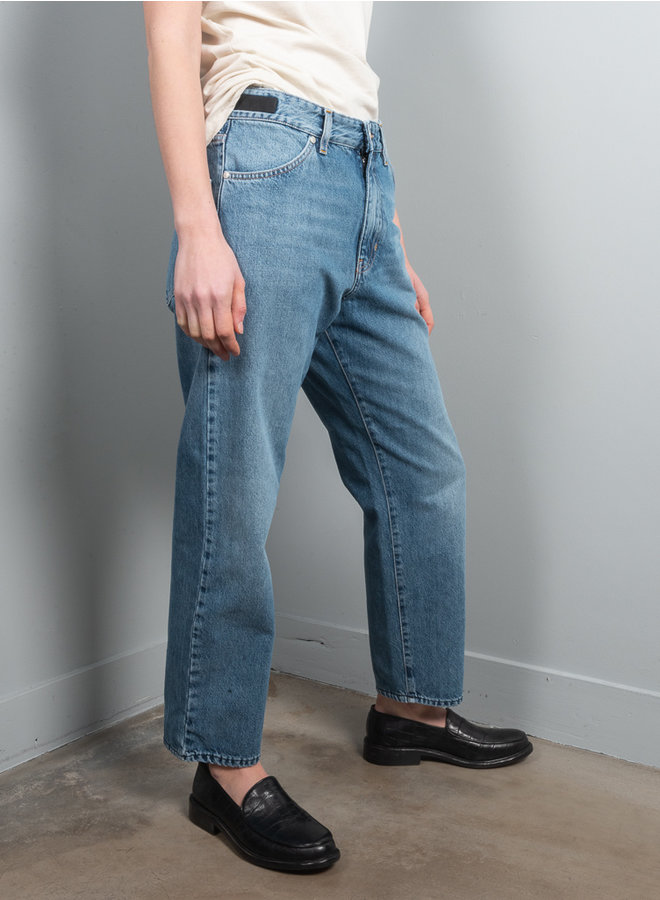 AST 202 laundry blue jeans