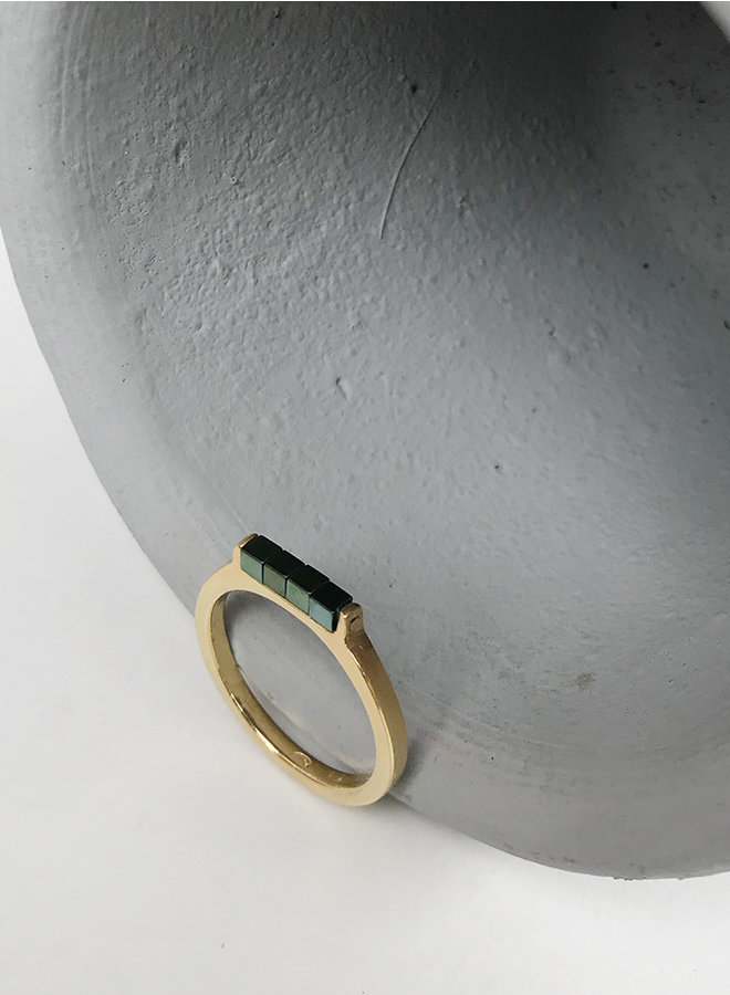 ring Ir1 hematite