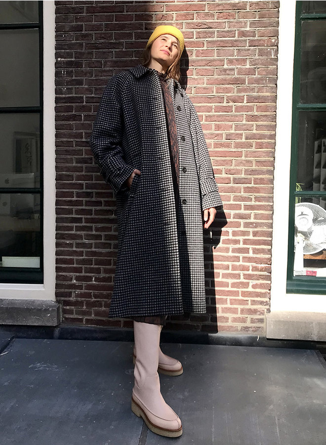 Alma coat black check