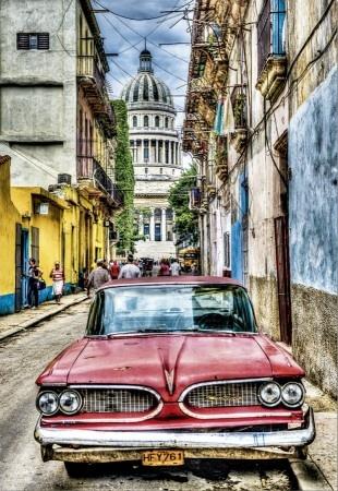 Educa Vintage Car in Old Havana