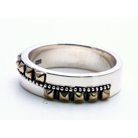 GOOD VIBRATIONS STUDDED BAND  RING WITH BRASS DETAILS