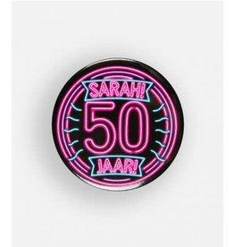 Neon button klein nr 9 Sarah 50 jaar
