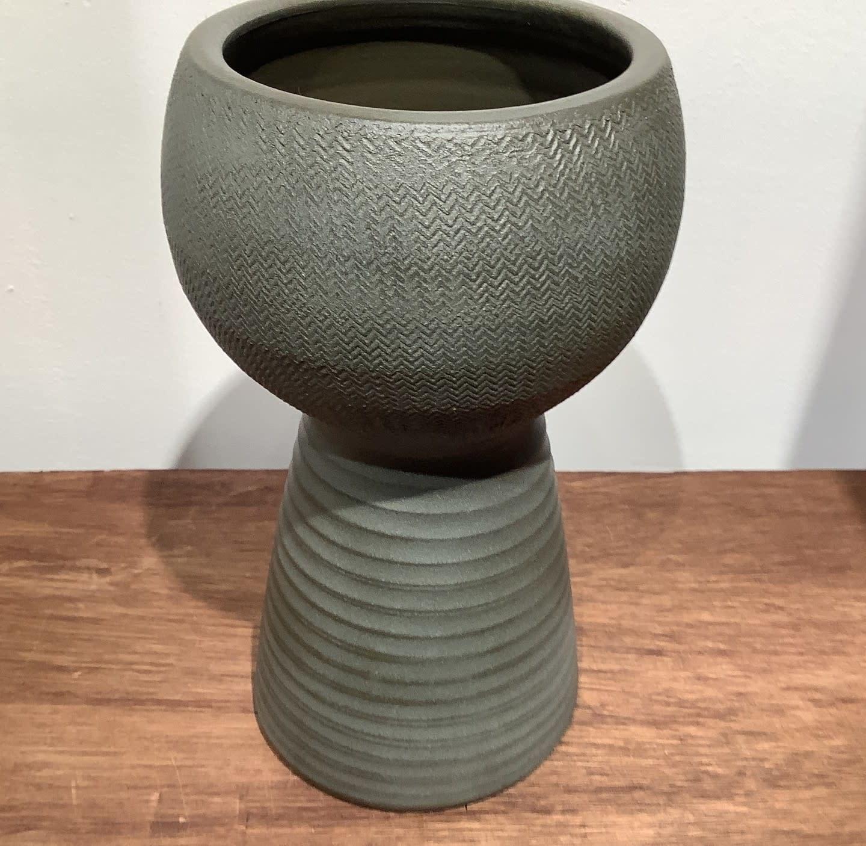 Pot marlou op voet grijs/groen hoogte 28 cm