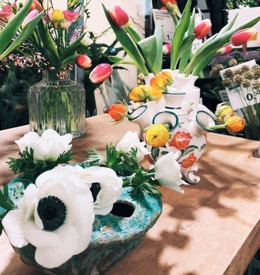 Tulpenvaas op poot wit klein
