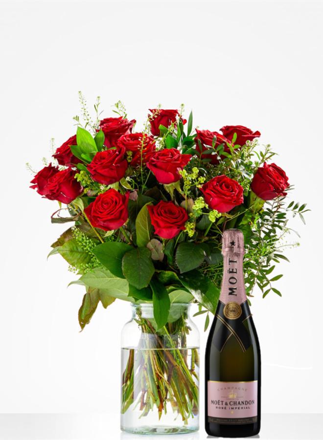 Rode rozen Red naomi met Moet & Chandon Rosé Imperial
