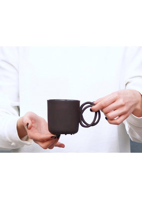 ENDE Twisted Handle Mug Black