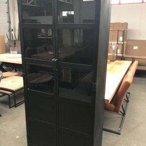 Metalen vitrinekast zwart