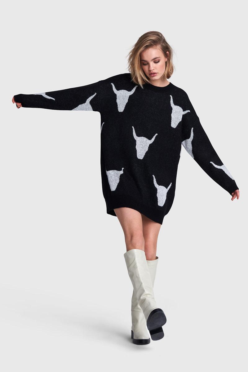 Knitted Bull Jacquard Pullover - Black-1