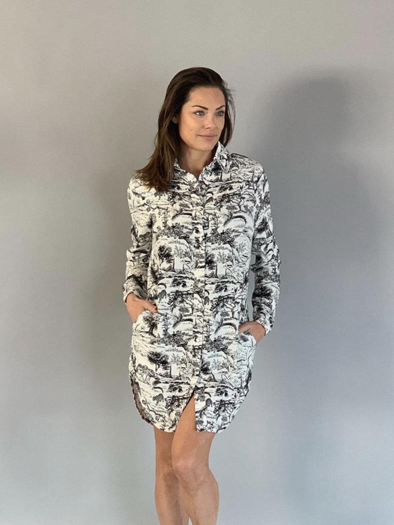 Est'seven Est'Seven Long blouse pockets Animal kingdom signature zwart wit