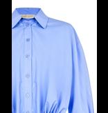 Rinascimento Rinascimento cropped blouse met knoopdetails blauw