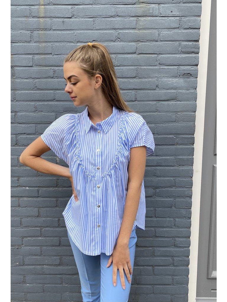 Rinascimento Rinascimento gestreepte blouse met volants wit blauw