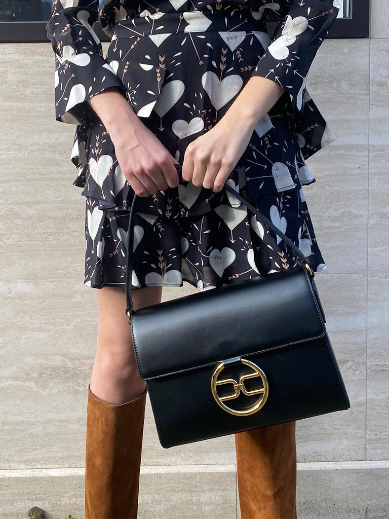 Elisabetta Franchi Elisabetta Franchi schoudertas met goud logo zwart