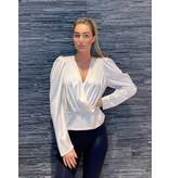 Rinascimento Rinascimento overslag blouse met pofmouwen creme
