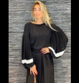 Rinascimento Rinascimento blouse met accent mouwen zwart