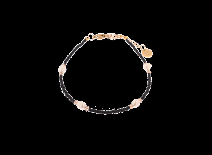 Black pearl bracelet gold