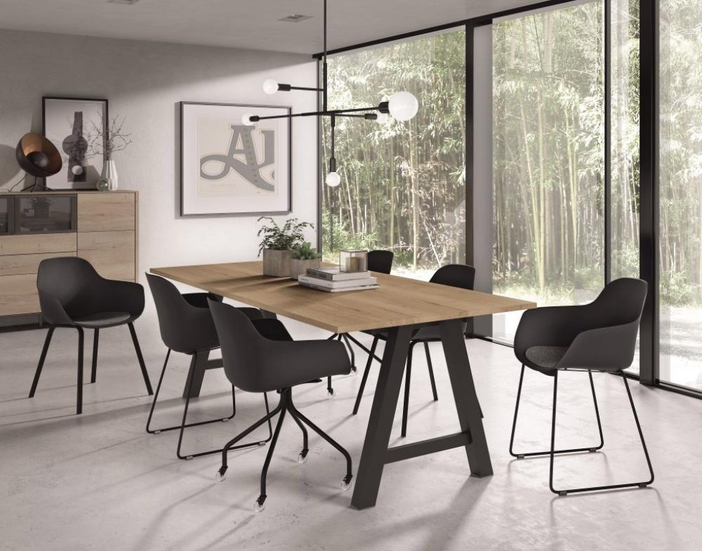 Kies meubelen in natuurlijke kleuren.