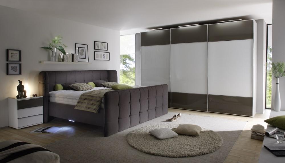 Het combineren van klassieke meubelen met een moderne inrichting is volop hot and trending.