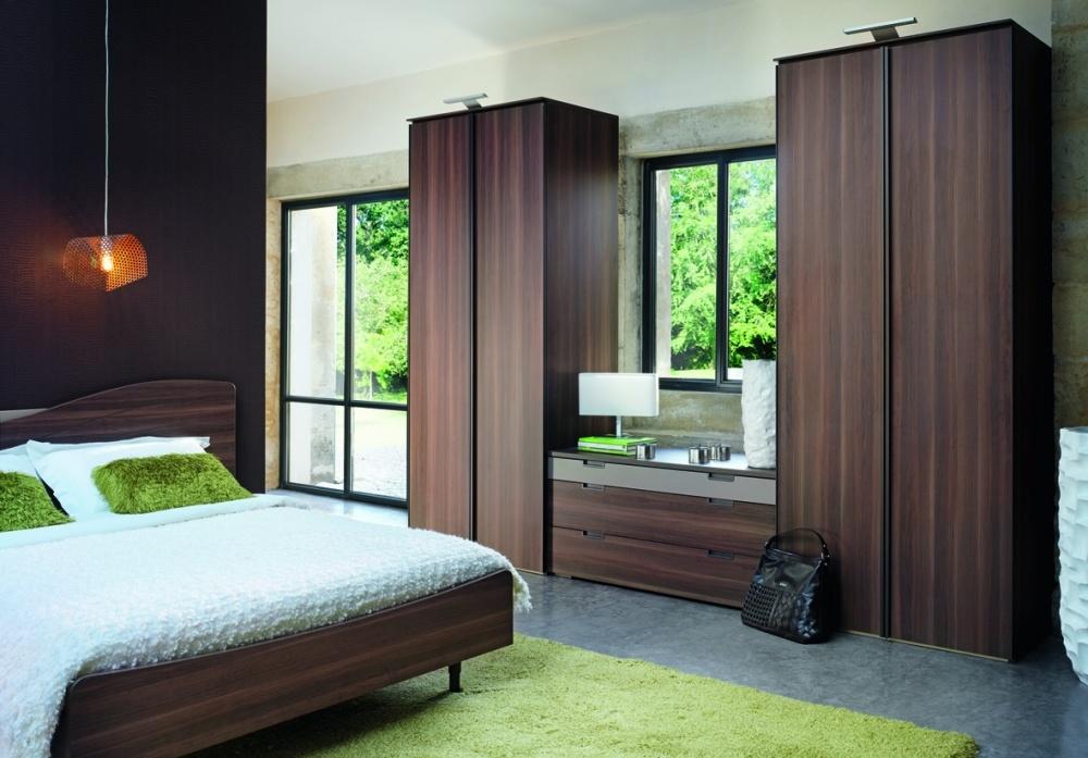 Je slaapkamer ordelijk en netjes houden, resulteert in een beter overzicht en meer rust.