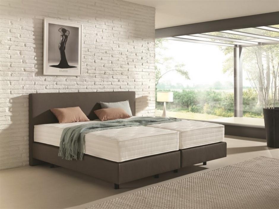 In tegenstelling tot het klassieke bed, is een boxspring bed opgebouwd uit een beddenbodem met duurzame springveren.