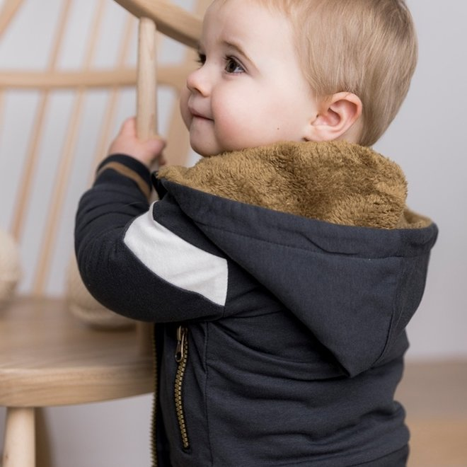 Dirkje Jungen Strickjacke dunkelgrau mit Kapuze Nachahmung Pelz