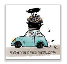 Ansichtkaart Zeeuwse meisje in een auto met een mosselpan en zeehond