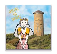 Een Zeeuwse ansichtkaart met een Zeeuws meisje voor de watertoren van Domburg