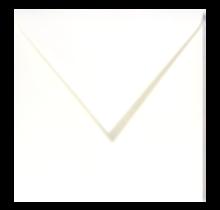 Witte envelop voor bij de wenskaarten