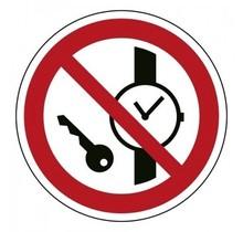 P008 Kleine metalen voorwerpen verboden