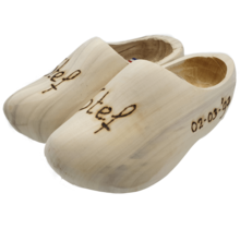 Clogs with engraved print