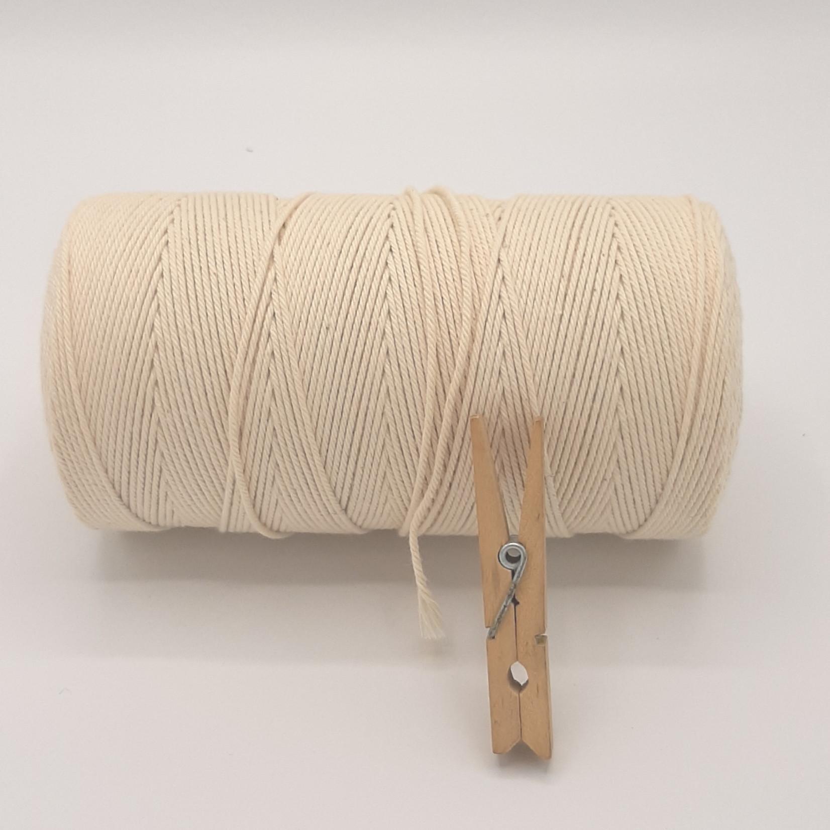 HollandWool Vissersgaren nr 24 macrame touw 500 gr. op cone spoel- 100% katoen 1.4 mm dik looplengte 100gr = 90 m. ecru