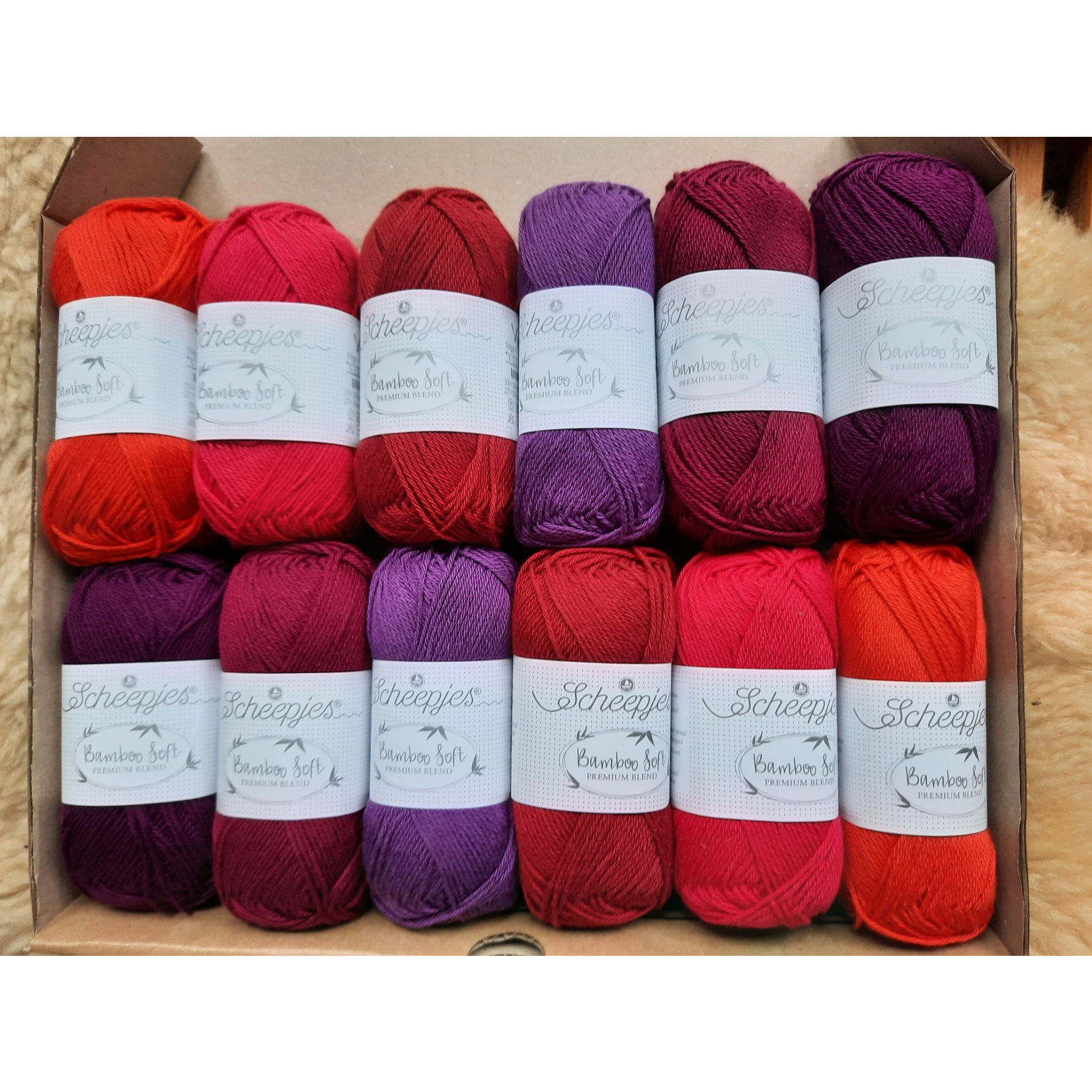 Scheepjes Scheepjes Bamboo Soft Assortiment Rood - 6 kleuren rood/paarstinten per 2 bollen van 50 gr. = 12 bollen