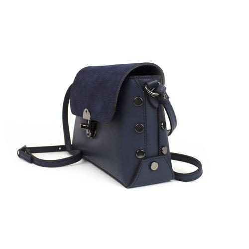 Donkerblauw schoudertasje met suède klep en studs