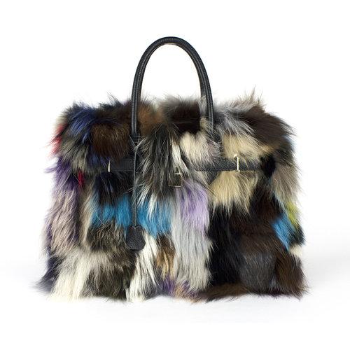 Zwarte handtas met gekleurd bont