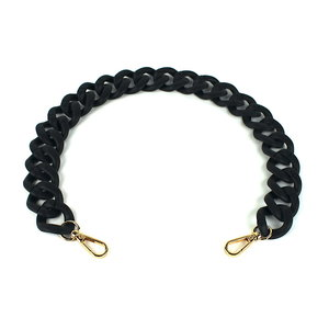 Acryl ketting 60 cm, mat zwart met gouden clips