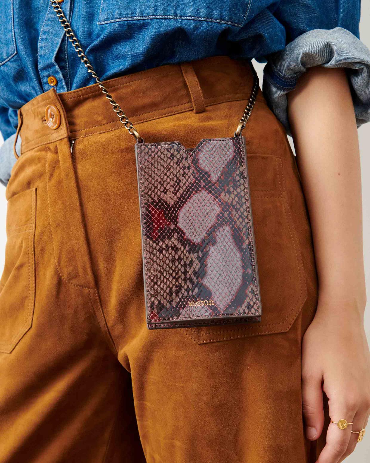 ama pyth phone bag-1