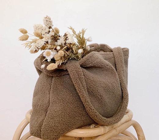 De fijnste spulletjes voor aan tafel, de badkamer, verzorgingstassen en fopspeentjes van Natuurrubber.