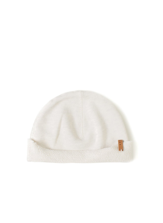 Born hat dust